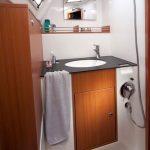 Cruising sailing yacht: washstand